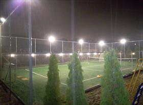 Освещения теннисного корта