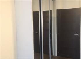 Встроенный платяной шкаф с дверьми-купе