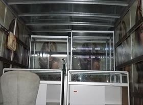Стеклянные витрины высотой 2 метра